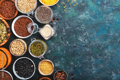 Fotografia Various organic superfoods, beans, grains, cereals, legumes, seeds in reusable cans and jars