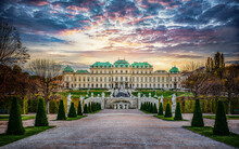 Panoramic Evening View Of The Famous Belvedere Castle In Vienna, Austria. View Of The Fountain, Park And Belvedere In The Autumn Evening.