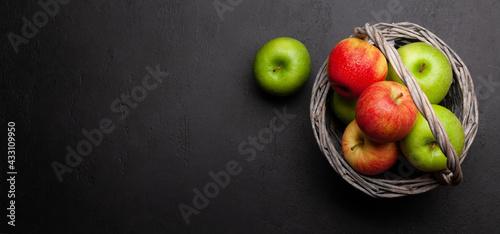Fototapeta Fresh ripe apples in basket obraz