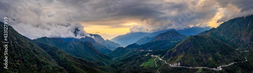 Panorama of O Qui Ho pass in sunset. It's one of the four most beautiful and dangerous passes in Vietnam. - fototapety na wymiar
