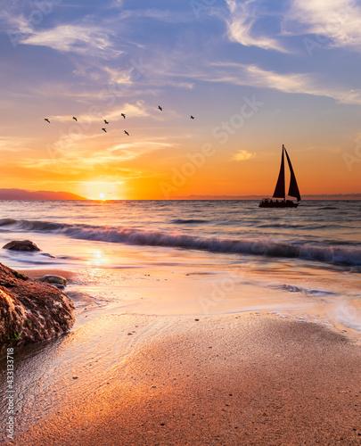 Leinwand Poster Sunset Ocean Sail Vertical