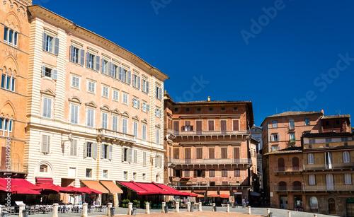 Naklejka premium Architecture of Piazza del Campo in Siena, Italy