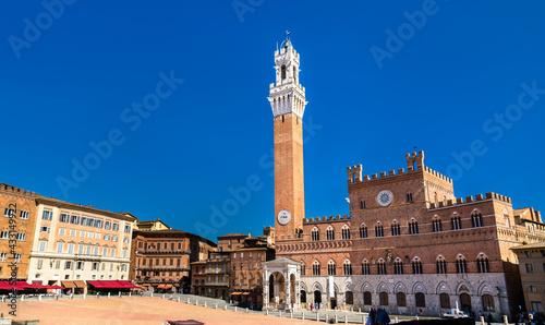 Naklejka premium Palazzo Pubblico and Torre del Mangia in Siena, Italy