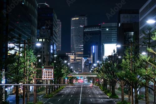 愛知県名古屋市 桜通りと名古屋市の高層ビル群 夜景 Fototapet