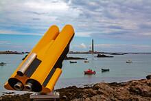 Plouguerneau. Longue Vue En Front De Mer Face Au Phare De L'île Vierge. Finistère. Bretagne