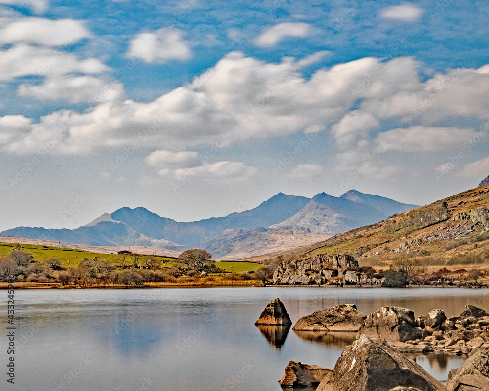 Obraz Still lake at Llynnau Mymbyr, Capel Curig with Mount Snowdon fototapeta, plakat