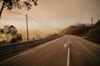 Landschaft im Sonnenuntergang und Nebel