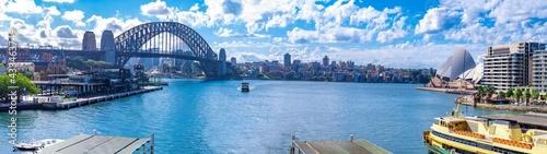 Foto Panorama view of Sydney Harbour and buildings bridges ferries