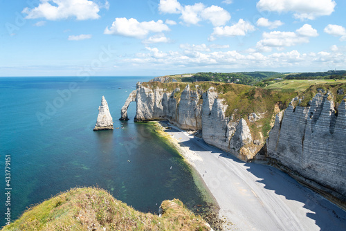 Aiguille Etretat cliff on the sea side and its beautiful limestone cliffs Fotobehang