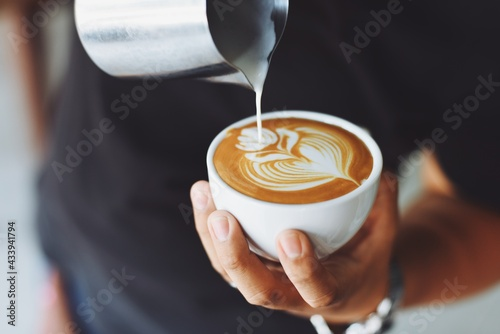 Person who makes the art of coffee Fototapet
