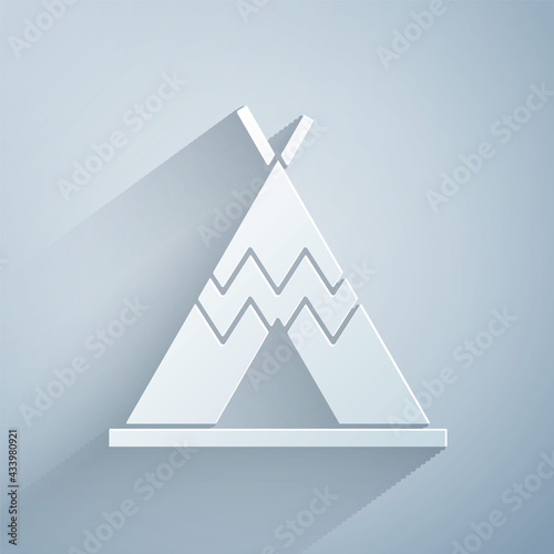 Fotografia Paper cut Traditional indian teepee or wigwam icon isolated on grey background