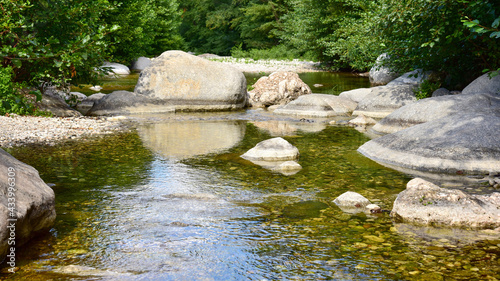 Foto relaxing creek with stones