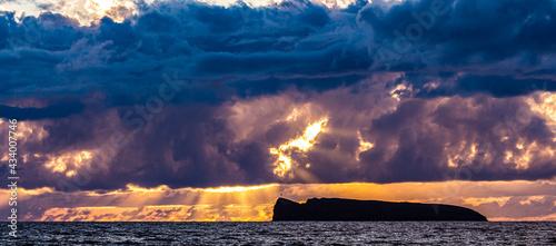 Foto Panorama of sunset over Molokini crater, Maui, Hawaii