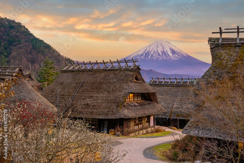Fotografiet Old Japanese style house and Mt. Fuji  at sunset, Japan