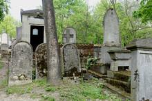 Tombes Anciennes Au Cimetière Du Père-Lachaise