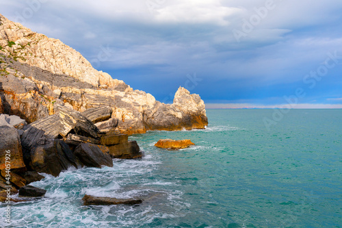 Canvastavla View on Byron Grotto in the Bay of Poets, turquoise color of the sea, Portovener