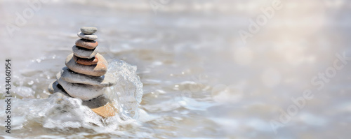 Fotografiet panoramic view on heap of pebbles in balance on the sea background and splash wi