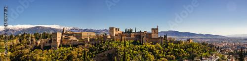 Foto Panorama Schnee und Palast Alhambra in Granada Spanien Andalusien