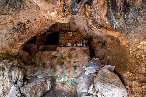 Fotografiet cova de s'Ermità Guillem, archduke path, Valldemossa, Mallorca, Balearic Islands