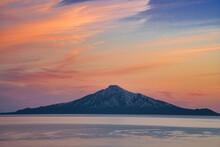 カラフルな夕焼けの利尻富士