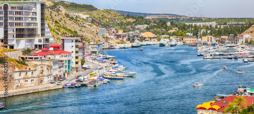 Tableau sur Toile View of Balaklava bay with yachts from the Genoese fortress Chembalo in Sevastopol city
