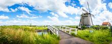 Unesco Weltkulturerbe Windmühle Panorama Landschaft In Dorf Kinderdijk Niederlande Holland. Natur Windkraft Architektur Fluss Mühle. Landscape In Netherlands, Europe. Windmills Village Tourist Nature