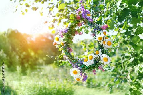 wreath of Meadow flowers in garden Fotobehang