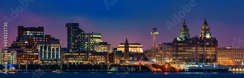 Obraz na plátně Liverpool skyline night