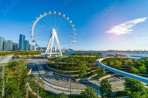Papel de parede Ferris wheel in downtown of shenzhen china city