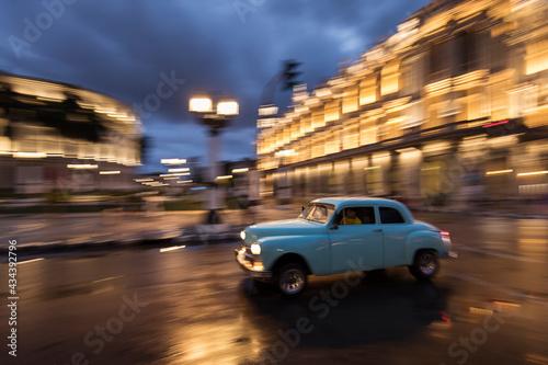 Old car on streets of Havana with colourful buildings in background Tapéta, Fotótapéta