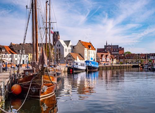Fototapeta Alter Hafen von Wismar in Mecklenburg-Vorpommern an der Ostsee