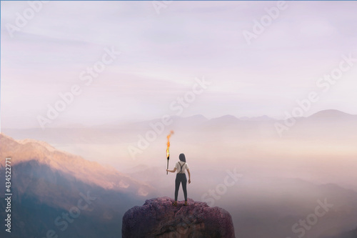 Fotografía woman on top of a mountain with a torch, concept of success