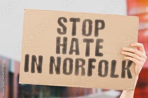 Billede på lærred The phrase  Stop Hate in Norfolk  on a banner in men's hand