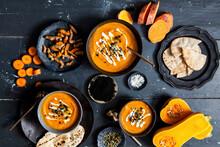 Kürbis-Süßkartoffel-Suppe Mit Möhren Und Kurkuma