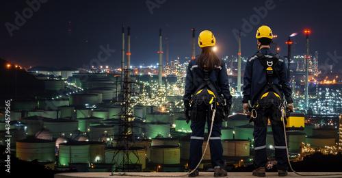 Fotografija Teams Inspection engineers standing on top of a  petrochemical oil refinery in n