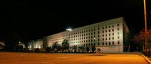 Edificio Gubernamental De Nuevos Ministerios En Madrid. Vista Nocturna De La Fachada Del Enorme Edificio De Granito Construido En 1942 Y Localizado En La Calle Paseo De La Castellana, Madrid, España.