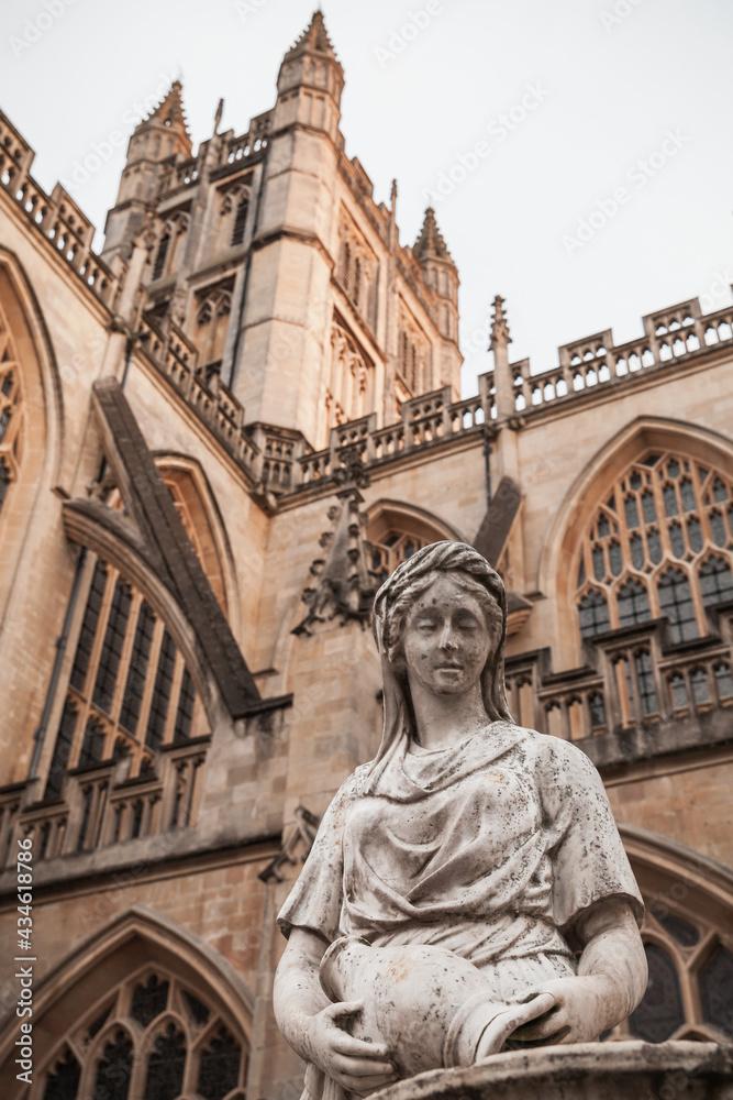 Sculpture near the Bath Abbey