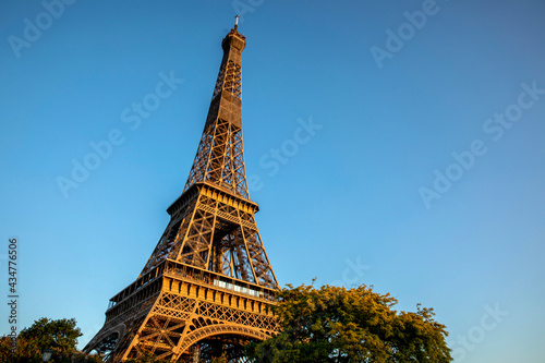 Valokuvatapetti Paris, France. The Eiffel tower.