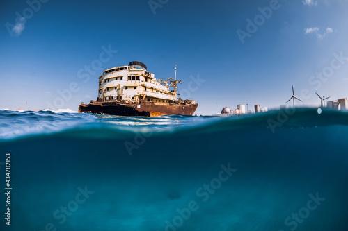 Obraz na plátně Old wreck ship in blue ocean in Arrecife, Lanzarote