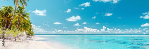 Fotografia Beach paradise travel vacation tropical getaway in Rangiroa atoll, Tuamotu islands, French Polynesia