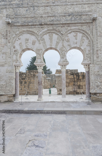 фотография Medieval arches resting on marble columns at the House of Jafar in Medina Azahar
