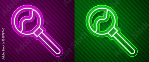 Fotografia Glowing neon line Lollipop icon isolated on purple and green background