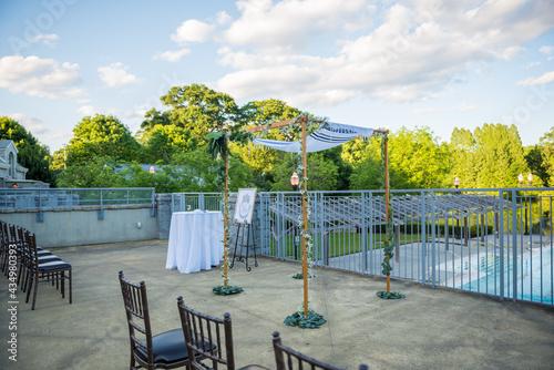 Fotografia Jewish wedding traditional altar area with custom Chuppah for outdoor ceremony