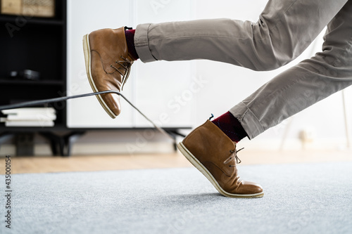 Cuadros en Lienzo Wire Cord Trip Over And Fall. Feet Stumble