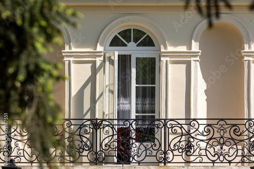 drzwi taras balkon balustrada pałacyk