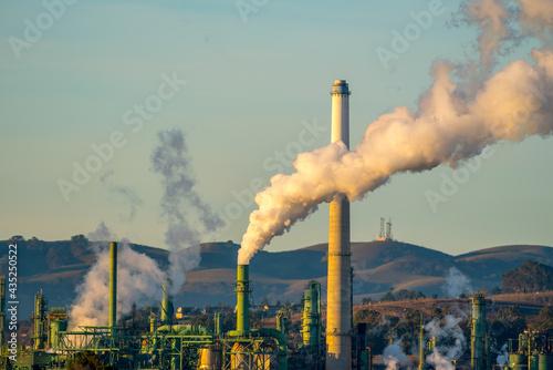 oil refinery chimney Fototapet