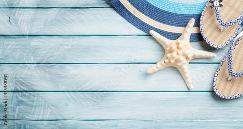 Fotografia Beach accessories on wooden background