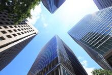 密接する高層ビル