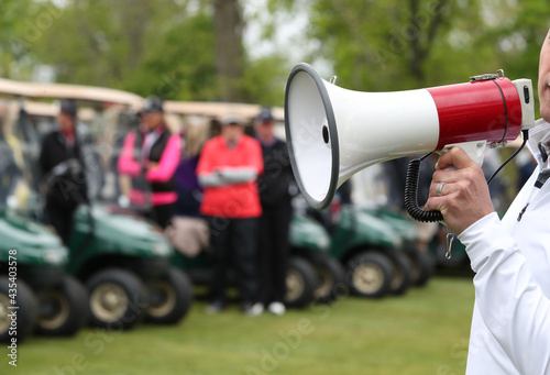 Canvas Print golfers are given finals instructions prior to the start of a their round