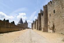 La Antigua Ciudadela Medieval De Carcassonne Sus Calles Y El Rio Aude -  L'ancienne Citadelle Médiévale De Carcasona Ses Rues Et La Rivière Aude - The Old Medieval Citadel Of Carcassonne And The River